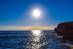 [無料写真] 海と輝く太陽